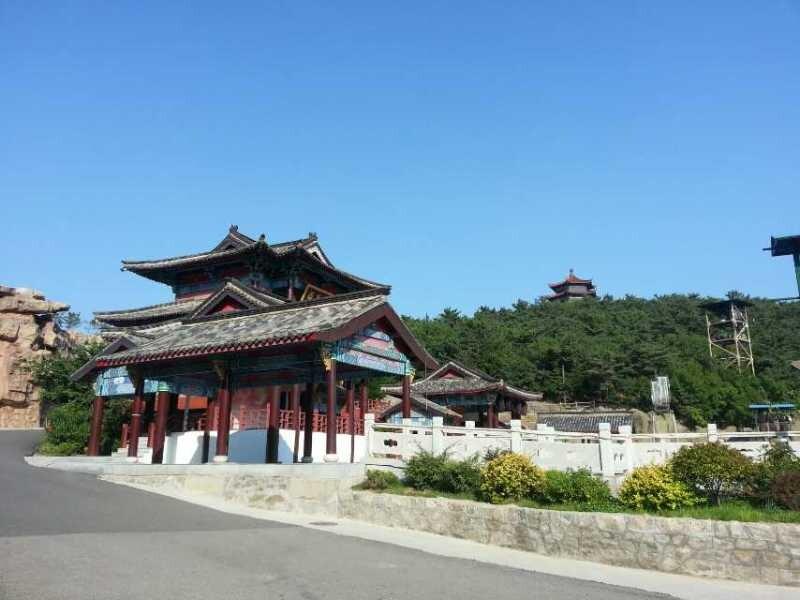 方圆集团组织职工赴威海韩国服装城,华夏城参观游览